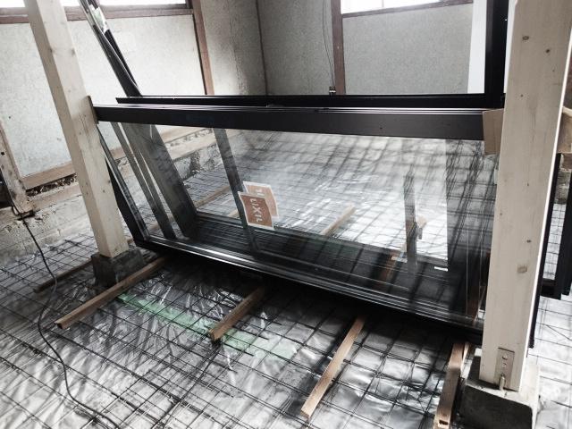 玄関、窓サッシ