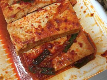 ピリッとした辛さがまた美味しいっ!豆腐の煮物