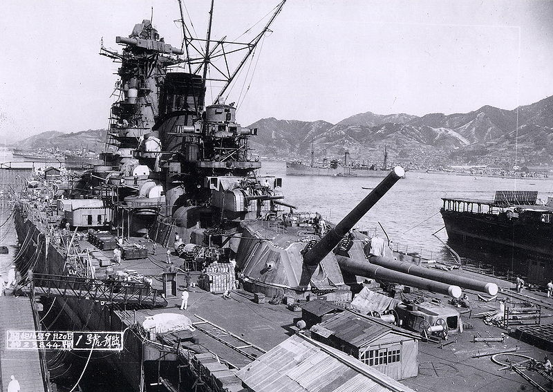 800px-Yamato_battleship_under_construction.jpg