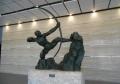 「弓を引くヘラクレス」像
