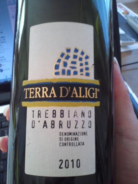 TERRA D'ALIGI TREBBIANO D'ABRUZZO 2010(テッラ・ダリージ ドレッビアーノ・ダブルッツォ)