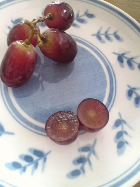 オーストラリア産 皮ごと食べられる赤ぶどう