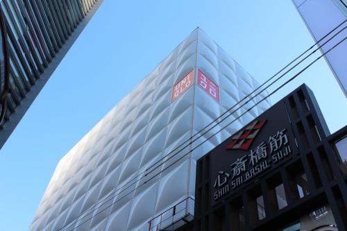 0026:UNIQLO 心斎橋店 昼の外観②