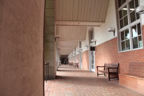 0062:倉敷アイビースクエア 中庭広場横のアーケード