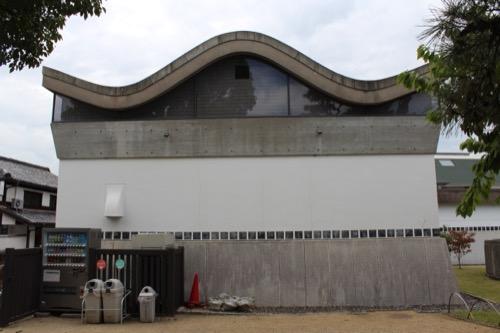 0063:大原美術館 分館左手にある波型屋根