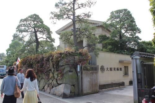 0063:大原美術館 美術館の看板 奥には西洋風の本館
