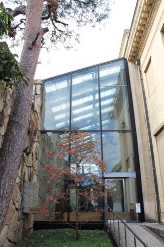 0063:大原美術館 本館左側に敷設したガラス空間