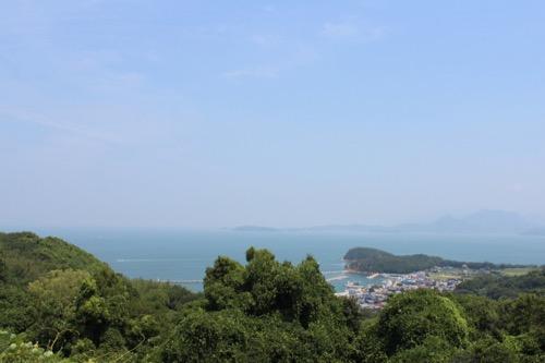 0065:豊島美術館 オーシャンビューの麓には集落も