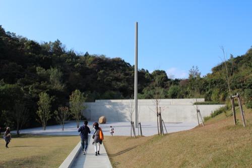 0069:李禹煥美術館 正面に見える前庭