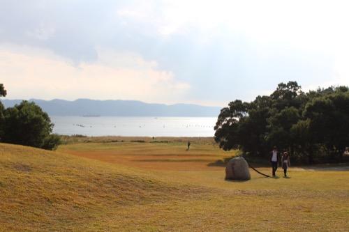 0069:李禹煥美術館 前庭から瀬戸内海の見える南を望む