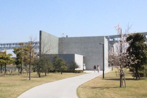 0073:香川県立東山魁夷せとうち美術館 西側から建物外観をみる