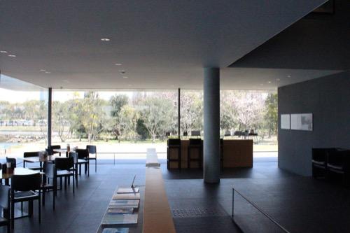 0073:香川県立東山魁夷せとうち美術館 ショップスペースの様子
