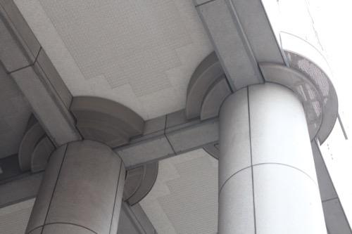 0076:千葉市美術館 鞘堂方式で支える柱