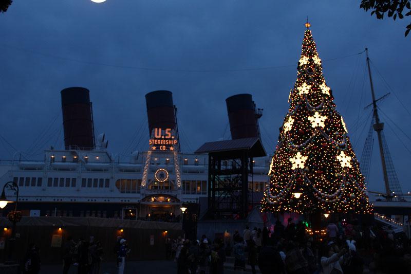 アメリカンウォーターフロント コロンビア号とツリー 151210