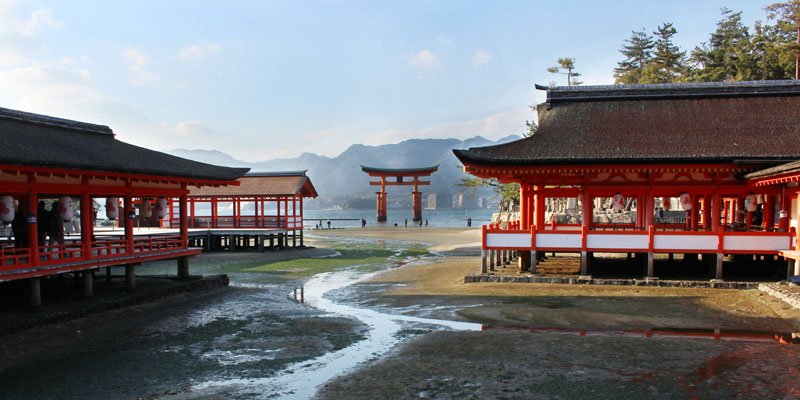 厳島神社回廊から大鳥居を見る・160107