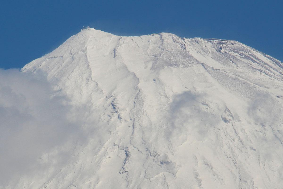 富士山頂部分 エンプルステーション富士 テラスから 160208