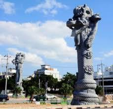 那覇市龍彫刻の石柱