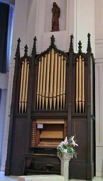 セント・ミッシェル教会のパイプオルガン