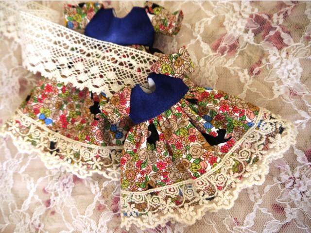 花畑と黒猫ドレス製作中1