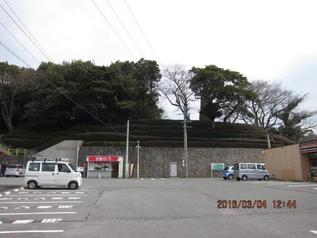 駐車場から見た反射炉
