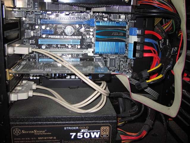 GIGABYTE GV-N970G1 GAMING-4GD 取り付けのため、ZOTAC GeForce GTX 570 ZT-50203-10M 取り外したところ、マザーボードは ASUS P8Z68-V PRO/GEN3