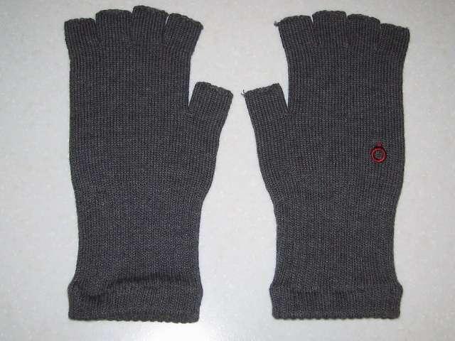 寒さ対策用に冷えとり靴下の 841(ヤヨイ)で購入した(画像左側から)冷えとり靴下の 841(ヤヨイ) ハンドウォーマー 厚手 グレーミックス