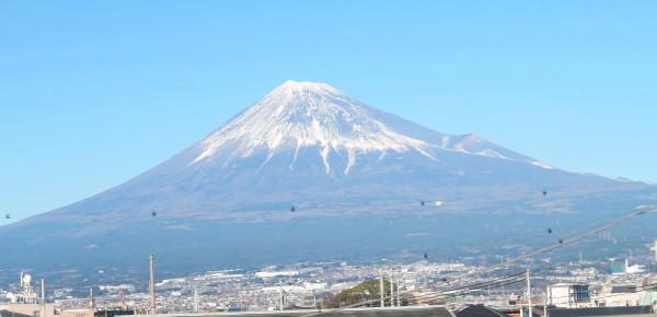 2016年元旦の富士山(新幹線より)