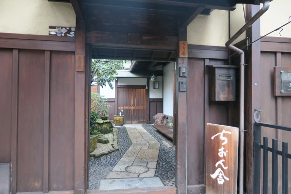ちおん舎の入口