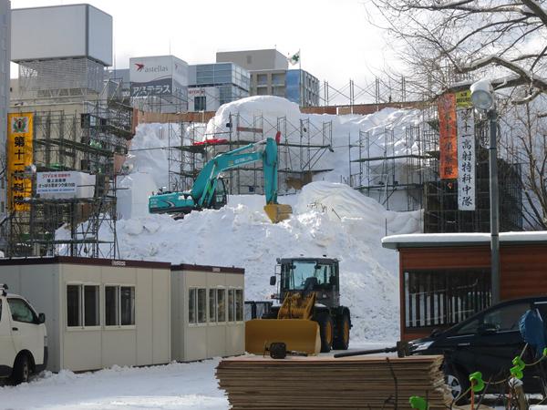 大通公園 雪まつり 準備