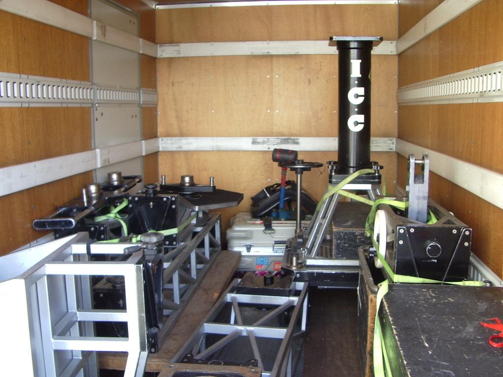 箱トラック内の構造フレーム