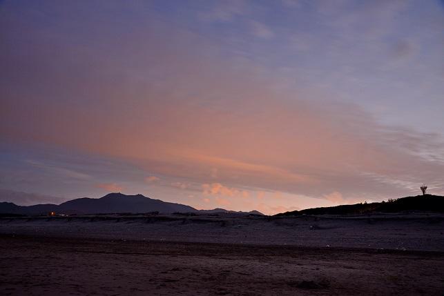 黄昏時の海岸で(4)