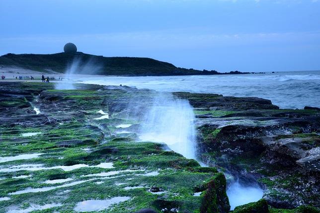 黄昏時の海岸で(2)