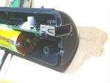 USBソケット部分に合わせて穴を削る