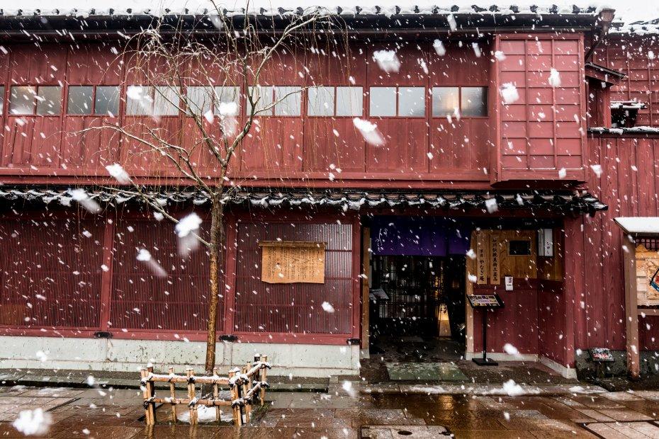 2016.02.26雪舞うひがし茶屋街2
