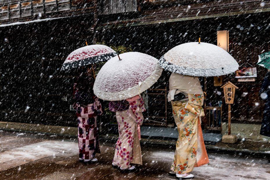 2016.02.26雪舞うひがし茶屋街1