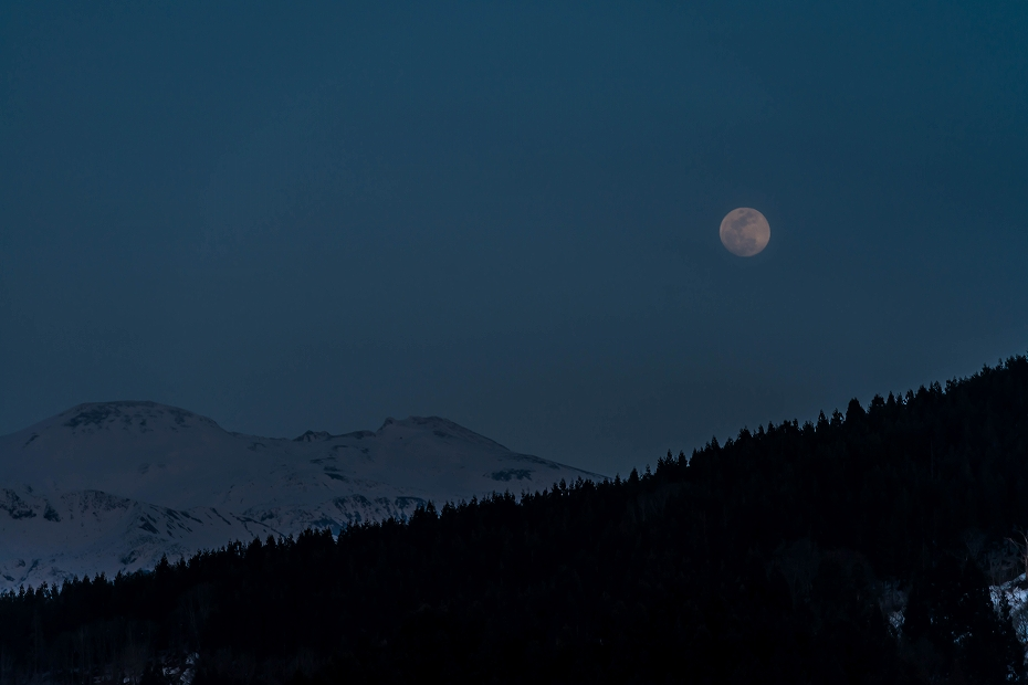 2016.03.22白山から昇る月3