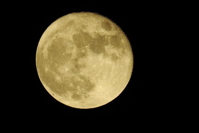 Moon Nikon P900