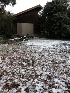 160125-112=枕流庵と雪の前庭