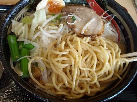 越佐えん家・H28・3 豚骨醤油ラーメン 麺