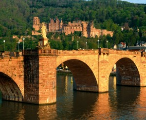 Heidelberg_Alte_Neckarbruecke_im_Abendlicht__1961_REt_300x0.jpg