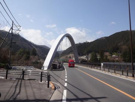 033変な橋で消防車が・・