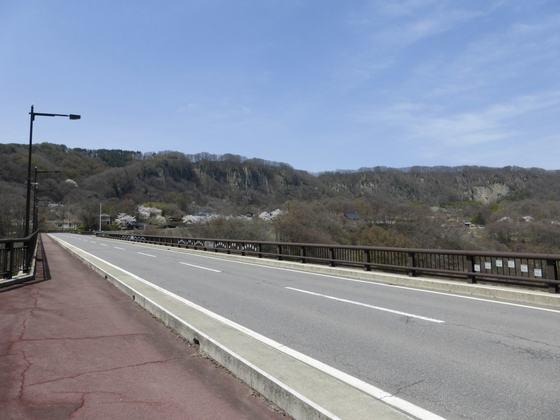 美しい浅間山の山並みを望めるビュースポット・小諸大橋