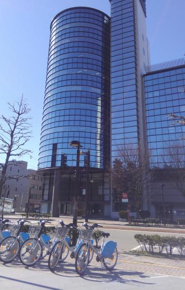 北日本新聞ビルとステーション