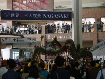 長崎駅で歓迎セレモニー
