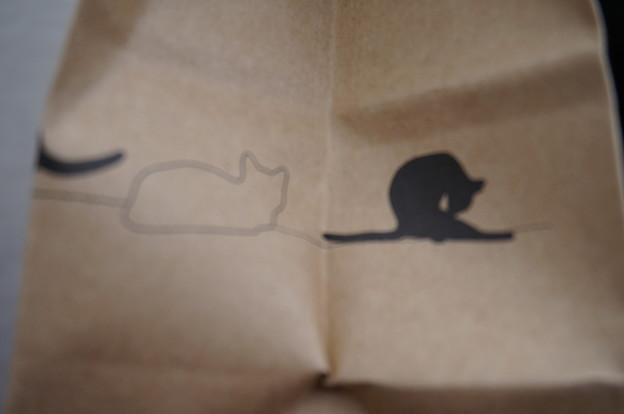 紙袋の右脇