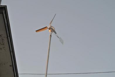 DIY15-12-28夕日に輝く風力発電機