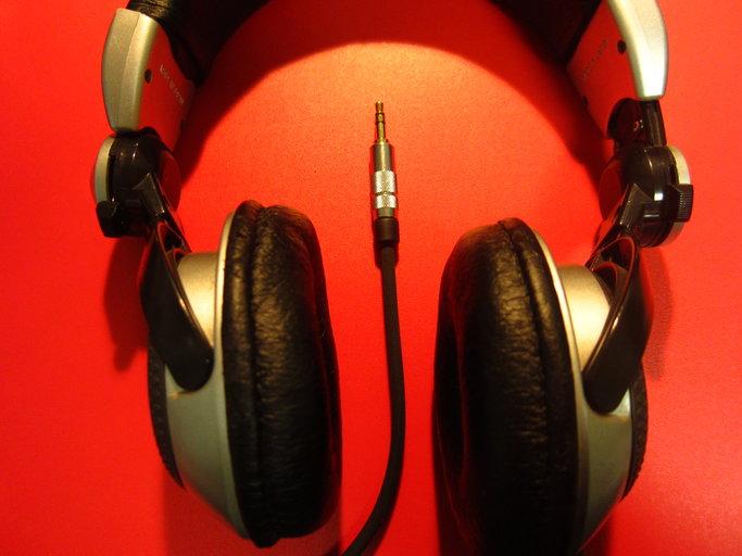Panasonic製ヘッドホン・Technics RP-DJ1200の断線の修理画像です。160218IMG_2153.jpg