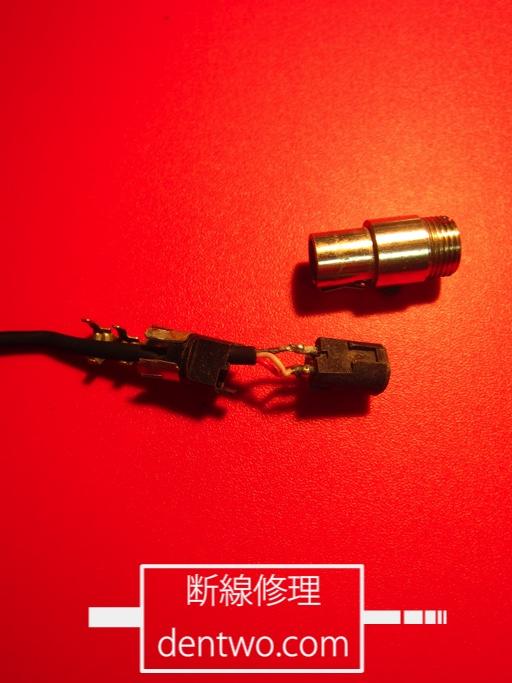 AKG製ヘッドセット・C444のミニXLRコネクタの分解画像です。Jan 05 2016IMG_1866