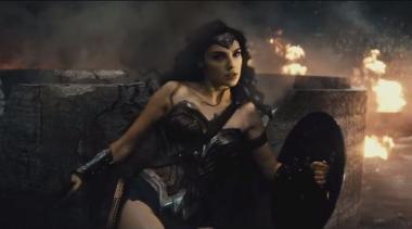 『バットマン vs スーパーマン ジャスティスの誕生』 ワンダーウーマン(ガル・ガドット)は絶妙なタイミングで登場して大活躍!