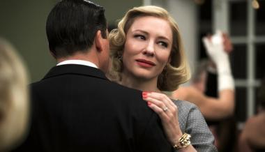 『キャロル』 キャロル(ケイト・ブランシェット)は夫と離婚訴訟中。魅力的な大人の女性をケイト・ブランシェットが見事に演じる。